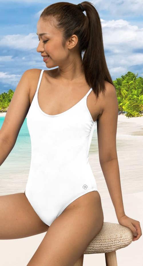 Jednodielne plavky športového strihu v bielom prevedení
