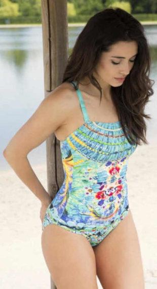 Viacfarebné plavky s vystuženými košíčkami vhodné aj pre plnšie tvary