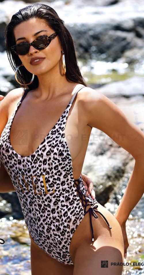 Jednodielne plavky s leopardím vzorom a šnurovaním na bokoch