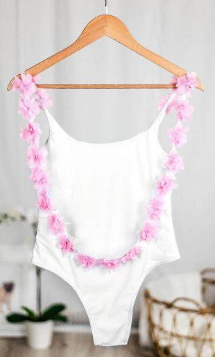 Biele jednodielne plavky s kvetinovou výzdobou